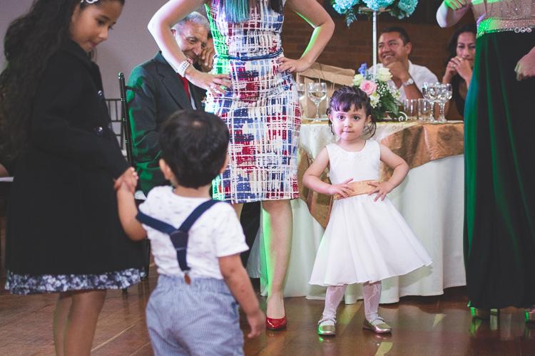 reportaje-bodas-cajica-colombia-fotos de niños bailando